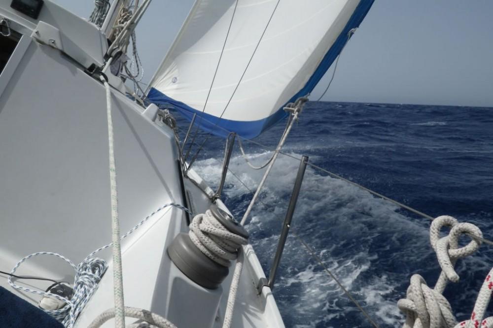 Aloa 27 в море в свежий ветер