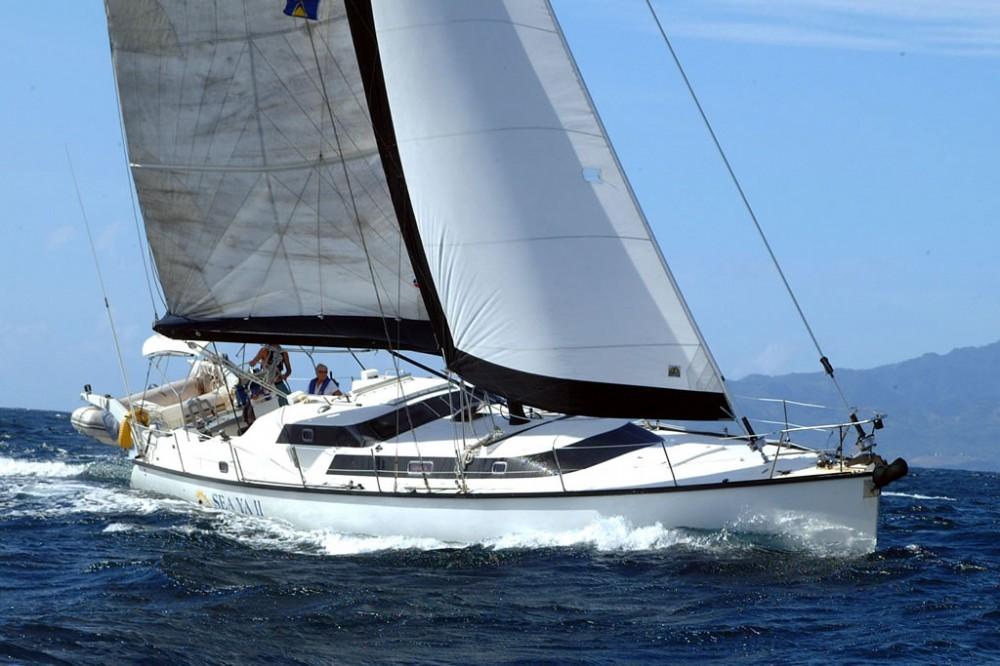 MacGregor 65 в море в свежий ветер